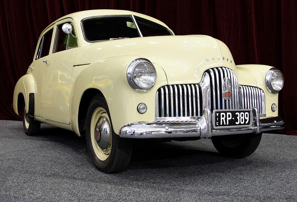1949_Holden_48-215_sedan_01