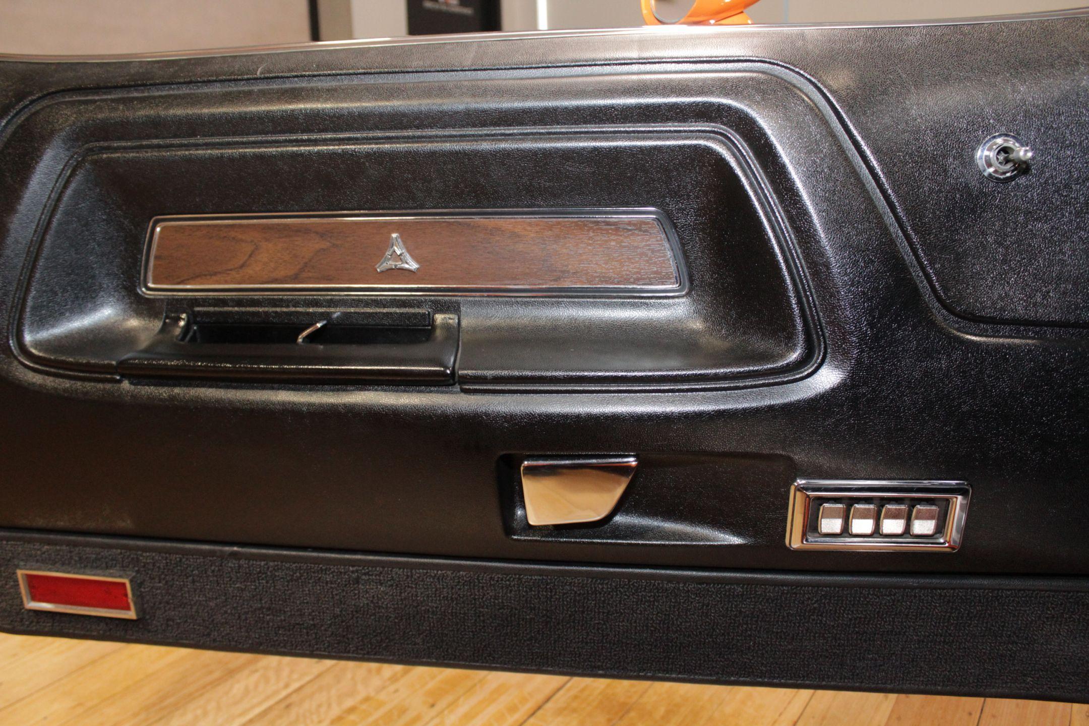 1970 Dodge Challenger R/T Magnum Hardtop 2dr Man 4sp 383
