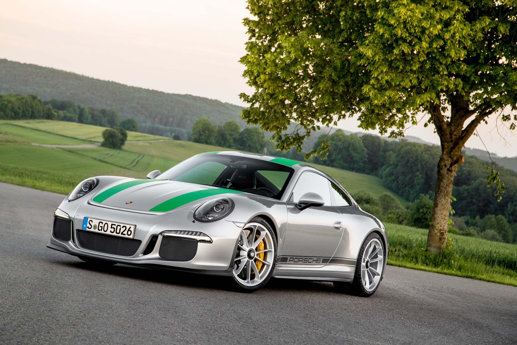 2016-Porsche-911-R-front-three-quarter