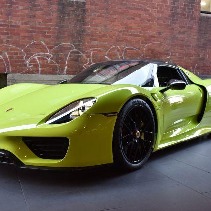 2015 Porsche 918 Spyder on porsche 918 spyder electric green, 1974 porsche 911 green, oakley frogskins acid green, porsche 918 spyder lime green,