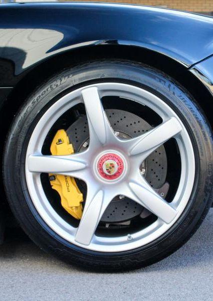 Porsche-Carrera-GT-41