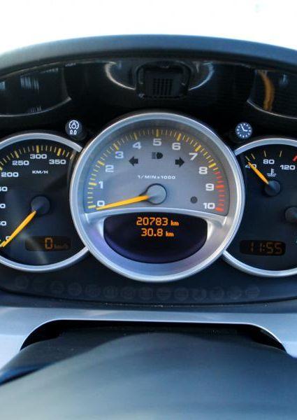 Porsche-Carrera-GT-50