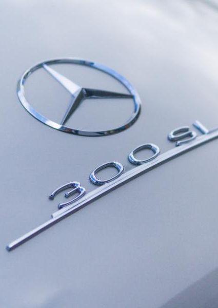 Mercedes-Benz-300SL-Roadster-1