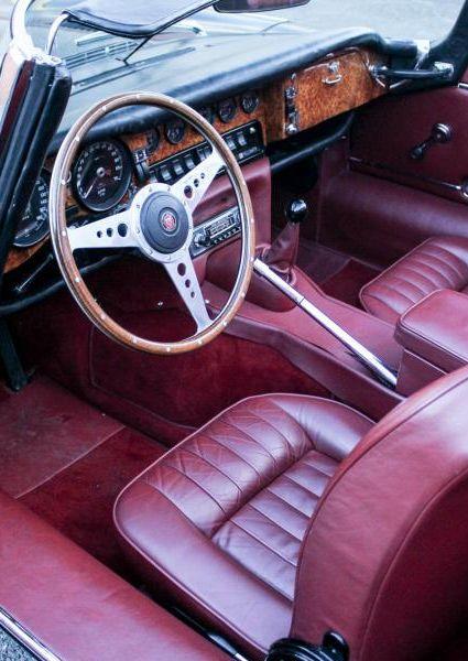 Jaguar-E-Type-S3-V12-22