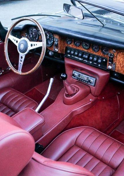 Jaguar-E-Type-S3-V12-25