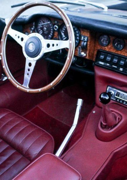 Jaguar-E-Type-S3-V12-27