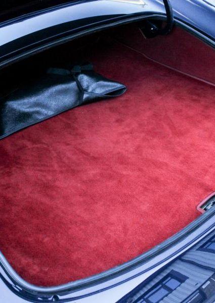 Jaguar-E-Type-S3-V12-30