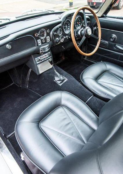 Aston-Martin-DB6-2