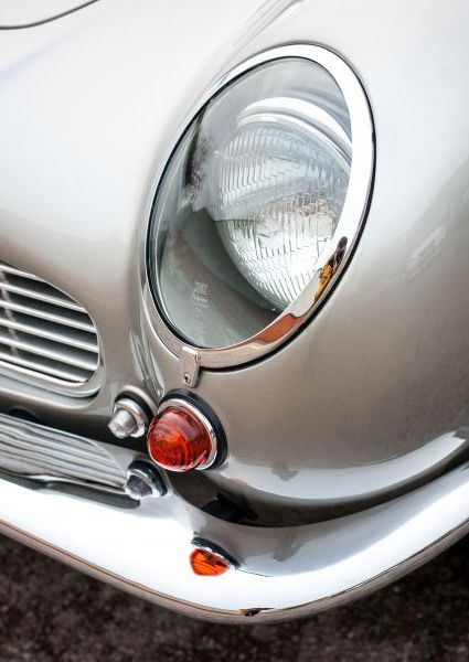 Aston-Martin-DB6-19