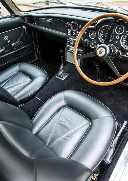 Aston-Martin-DB6-4