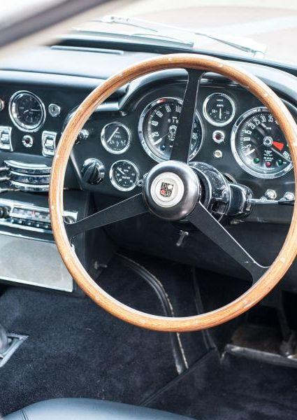 Aston-Martin-DB6-13