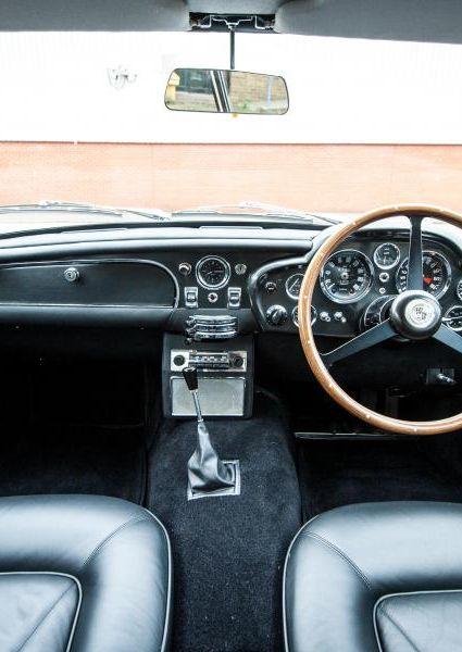 Aston-Martin-DB6-3