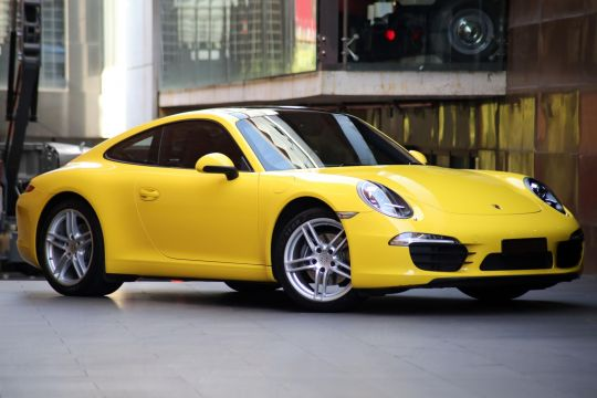 2015 Porsche 911 Carrera Yellow