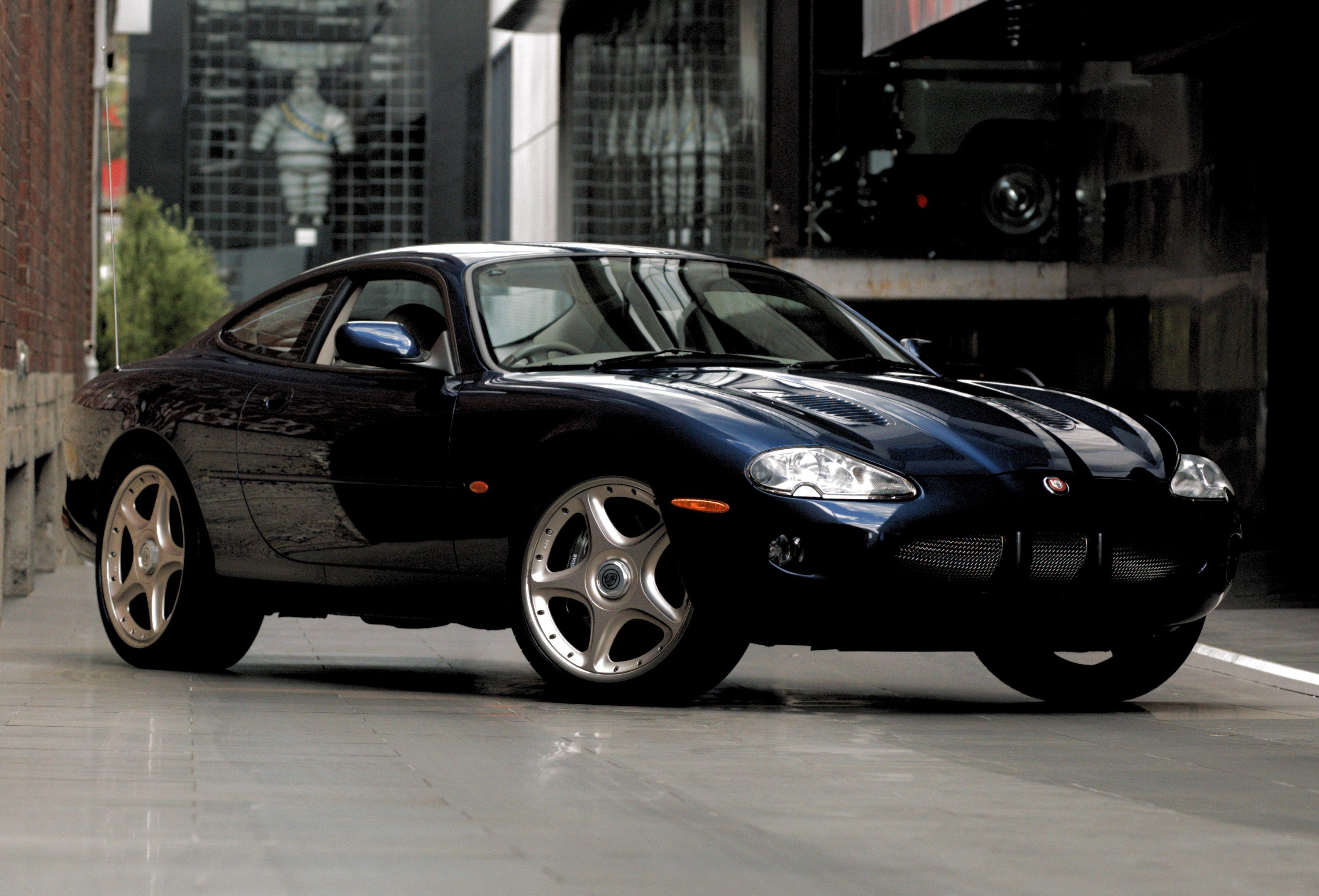 2000 Jaguar XKR X100 with R features Coupe 2dr Auto 5sp 4 ...